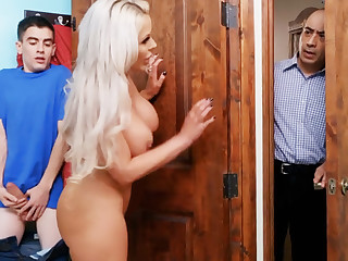 Bimbo stepmommy gets strapped by her son's big dick