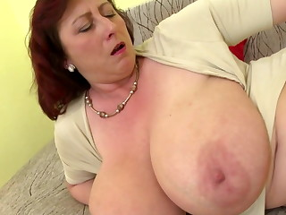 Mature queen mom hither big tits and hungry cunt
