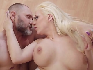 Massive dick nicely enters come into possession of blonde's welcoming peach