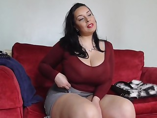 Big sex bomb mummy with hairy British cunt