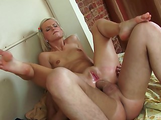 Blonde trull works magic with the brush very tight ass