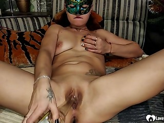 Mind-blowing stepmom masturbates with a bottle in front making love