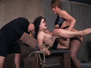 Amateur babe Yhivi cries while getting estimated tortured by Dee Williams